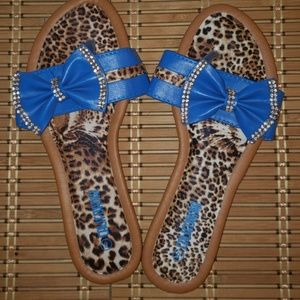 Shoes - SOLD!!!🐆💙NEW💙 🐆Slide on Sandals